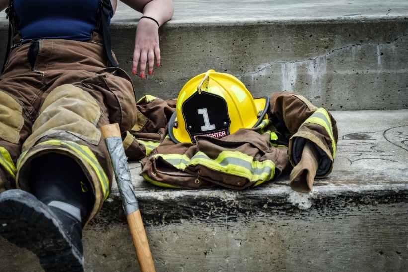 career-firefighter-relaxing-job-162540.jpeg